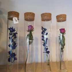 Stijlvolle droogbloemen in glazen vaas